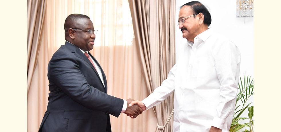 Hon'ble Vice President Shri M. Venkaiah Naidu with Sierra Leone President H.E. Julius Maada Bio in Freetown (13 October 2019)