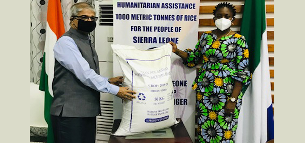 India's humanitarian assistance of 1000 metric tonnes of rice handed over by High Commissioner to Sierra Leone Foreign Minister (15 March 2021)