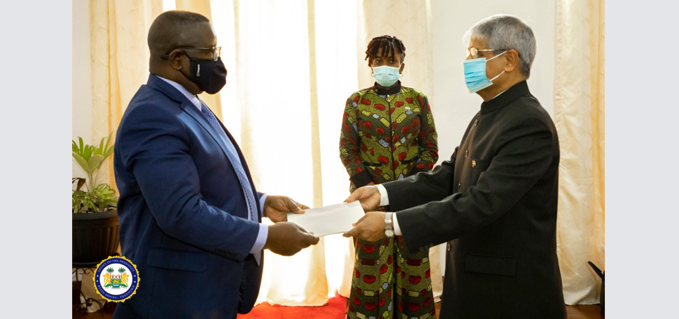 High Commissioner presenting credentials to H.E. the President of Sierra Leone (14 Oct 2020)